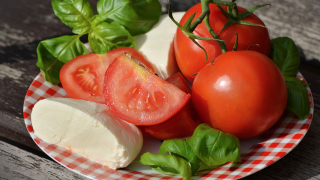 Here's How You Can Make Your Own Mozzarella At Home!