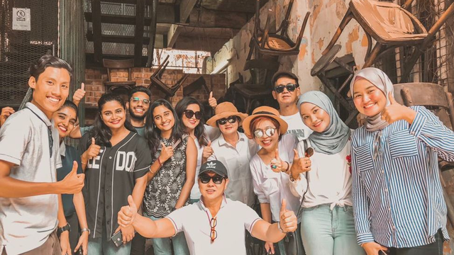 Malaysians Are Sharing 'Groupfies' To Celebrate The Diversity of Their Friendships