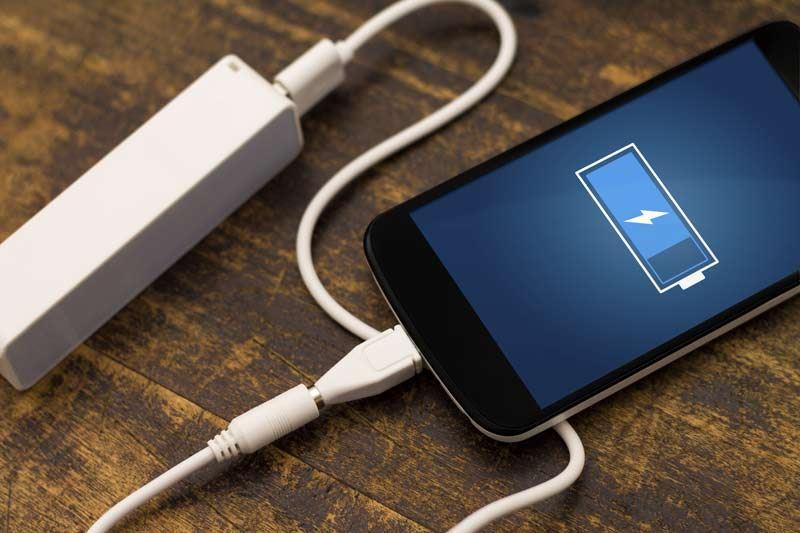 4 mitos yang ramai percaya pasal cas telefon