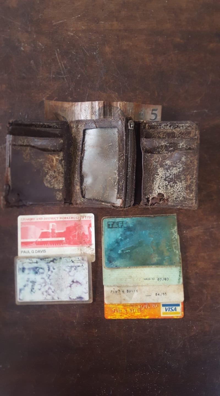 tak sangka jumpa semula dompet yang hilang 25 tahun lalu!