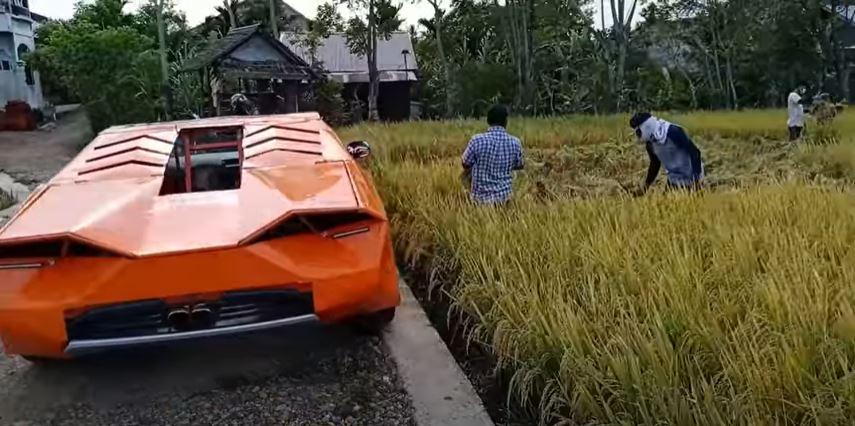 petani di aceh selamba bawa hasil padi guna 'lamborghini'