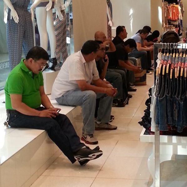 purata lelaki rasa bosan selepas 26 minit shopping dengan pasangan – kajian