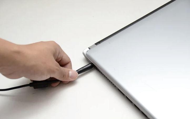 apa nak buat kalau air tumpah atas laptop?