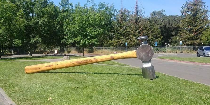 hammer gergasi 453kg tepi jalan hilang, polis pelik siapa yang ambil?