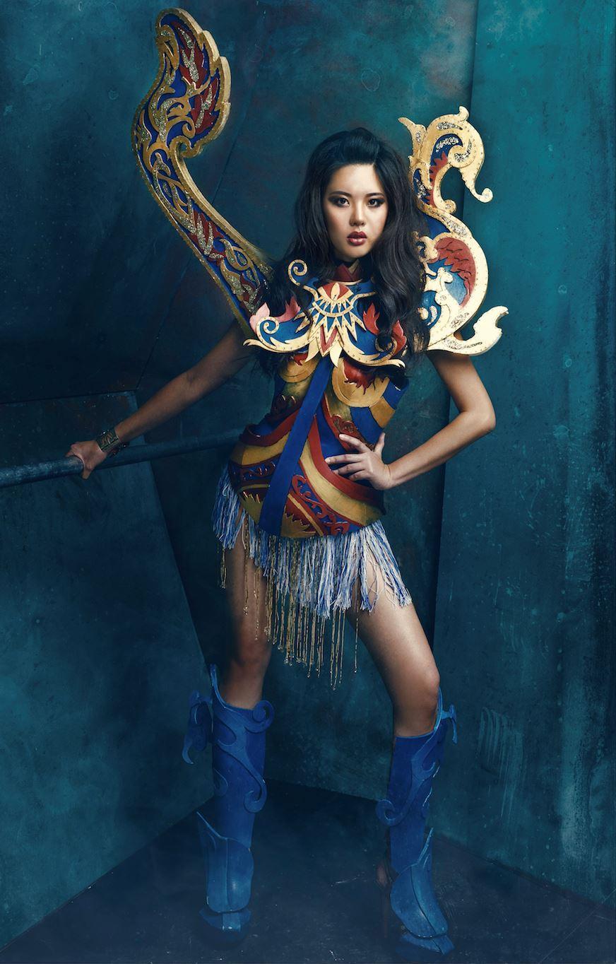 kostum miss universe malaysia ambil ilham dari bangau perahu. cantik!