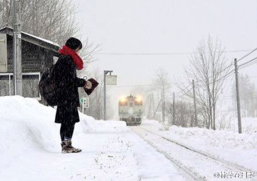 kereta api di jepun ini hanya masih beroperasi sebab seorang gadis