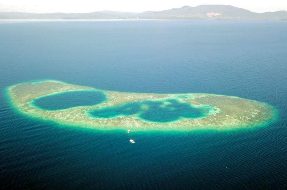 pertama di malaysia blue hole dijumpai di sabah, jadi lokasi tumpuan penyelam skuba