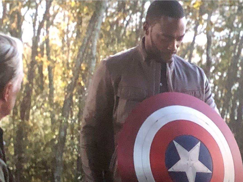 ini jawapan kenapa captain america bagi perisai pada falcon, bukan pada bucky