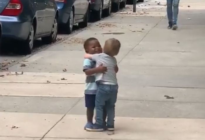 """this two best friends hugging will make you go """"aww"""""""