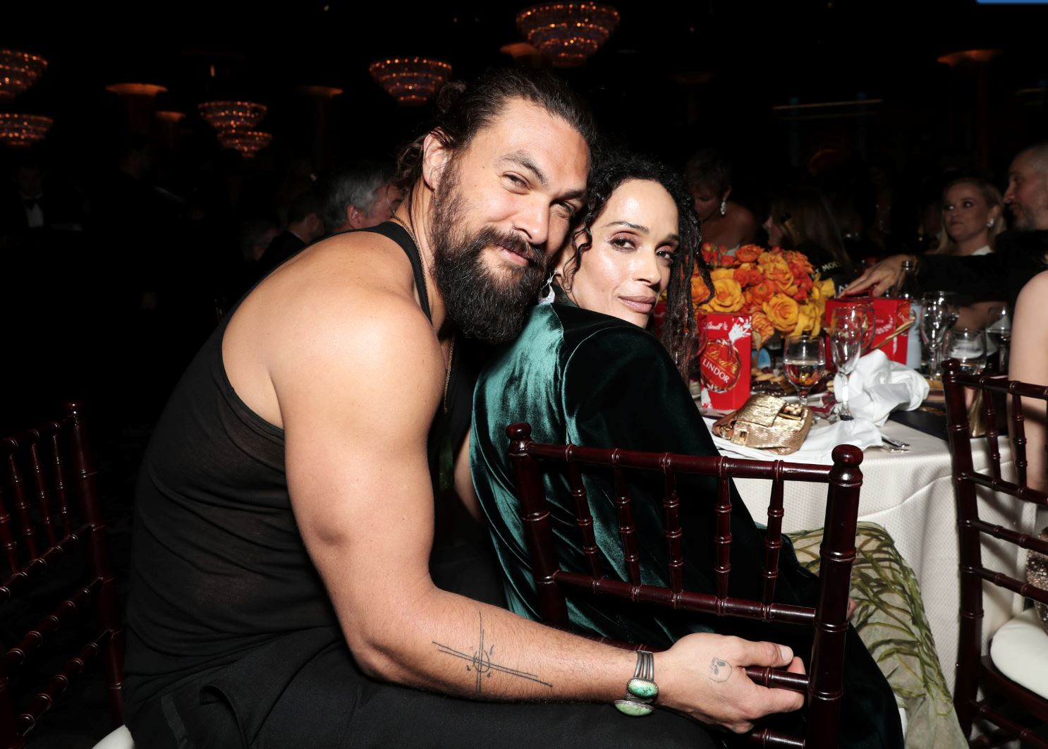 jason momoa removes jacket for wife and captures the internet's heart