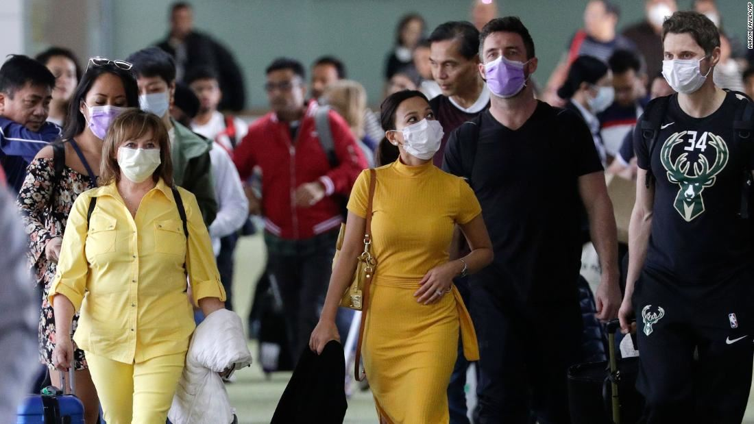expert says that it's not necessary to wear a face mask for now