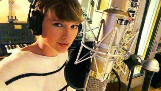 Super Secretive Taylor Swift Doesn't Let Her Dancers Listen