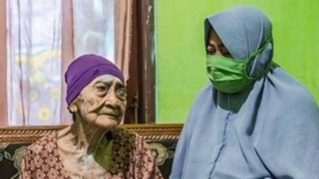 100-year-old Woman From Indonesia Manages To Beat COVID-19