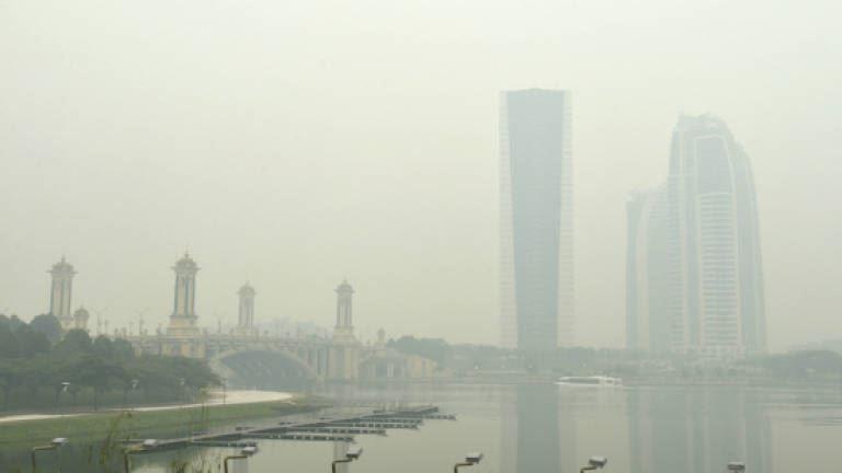 malaysian airports will only close if horizontal visibility drops below 400 metres