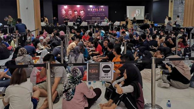 Fans Camped Out To Purchase Westlife's Concert Tickets!