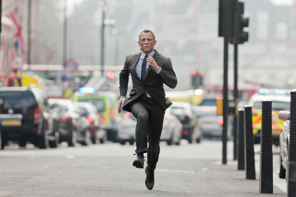 production for bond 25 halted due to daniel craig's injuries