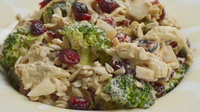 This Is How You Make a Tasty Creamy Broccoli Salad!