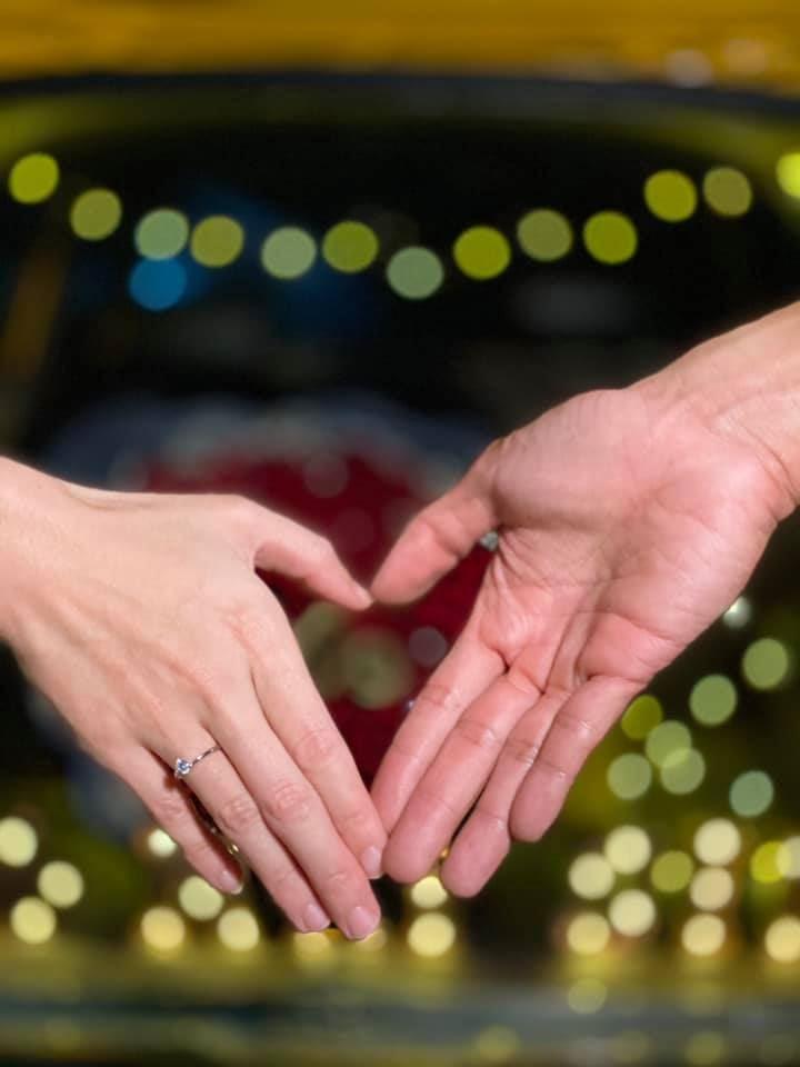 又一女王嫁出去了!阿哲求婚成功,镁鑫升格幸福人妻!
