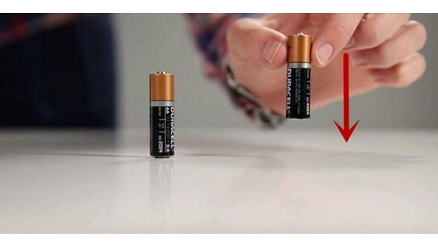 好神奇!一个简单动作就可以测试电池的电量!