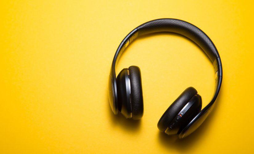 专家表示:用耳机听音乐时声量勿超过60%!用这种耳机听最好!