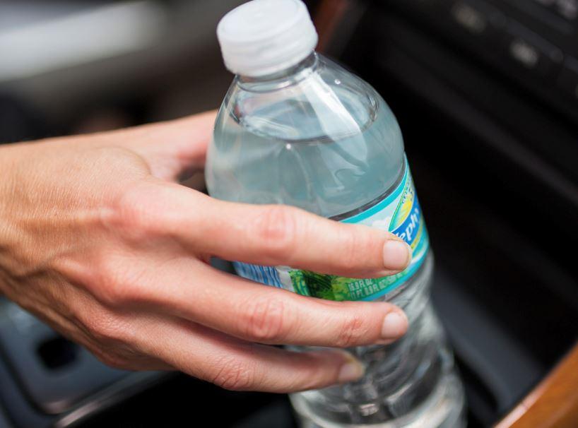 塑料瓶装水! 会因放在车厢而有毒吗?
