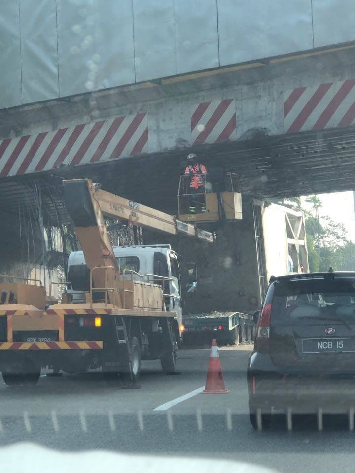 lorry stuck under flyover causes massive jam on the nkve