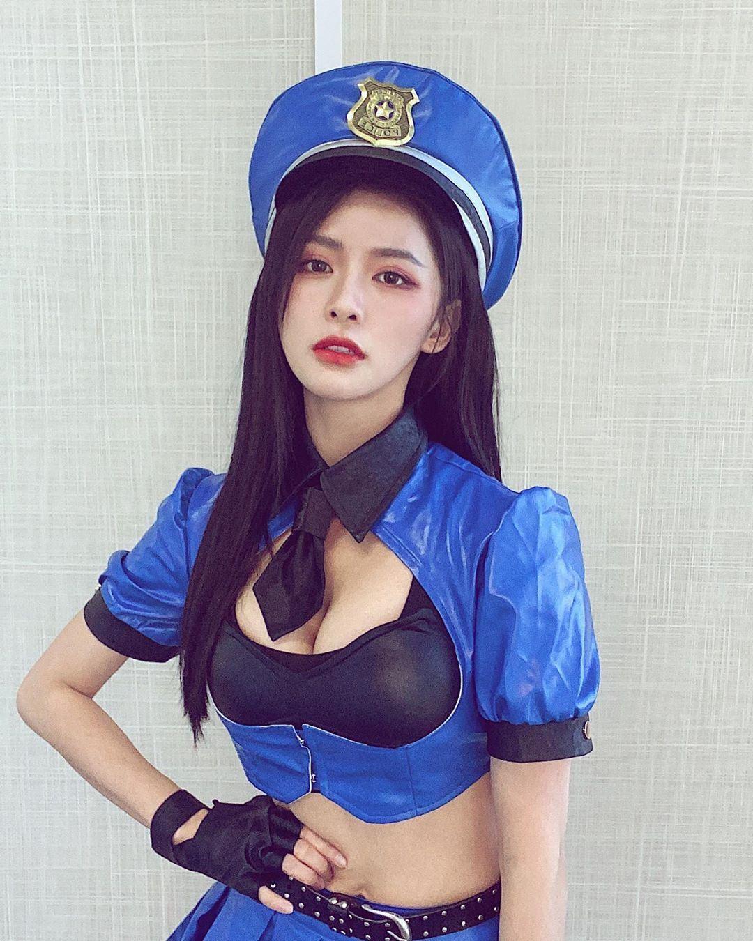 【多图】蔡卓宜大晒性感女警照,网民:快逮捕我吧!