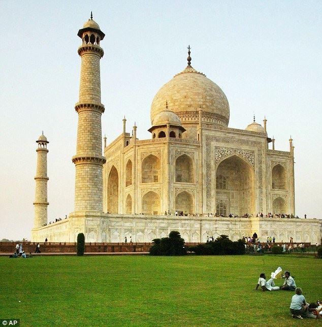Why Is The Taj Mahal Turning Yellow? Here\'s The Answer | RAAGA