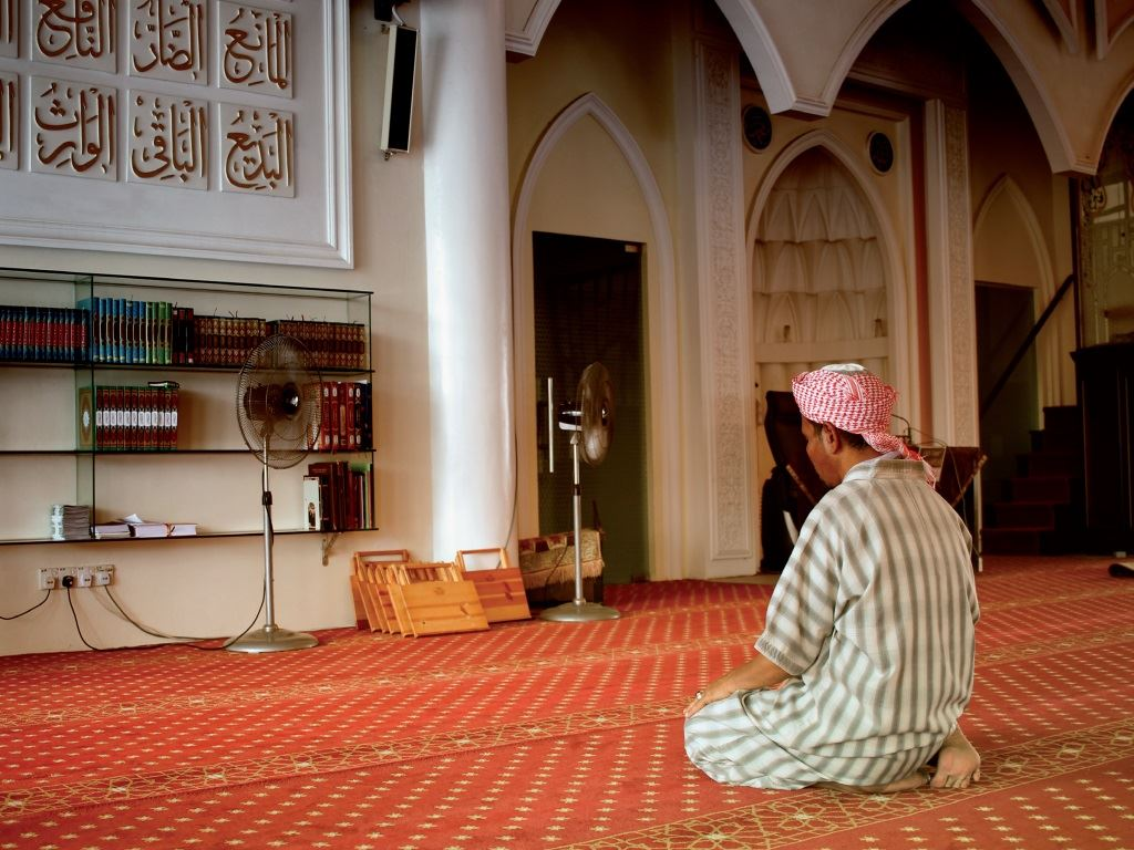jika dihayati, makna bacaan doa antara dua sujud ini sungguh menyentuh hati