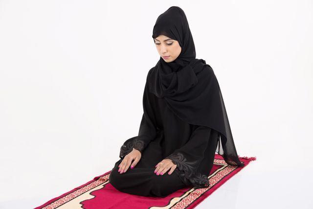 5 Jenis Pakaian Solat Wanita Yang Selalu Kita Lihat  bf52355b8f