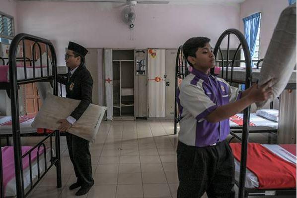 pelajar asrama dan kolej vokasional di kawasan pkpd tak boleh balik kampung.
