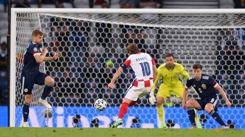 euro 2020: england beat the czech republic to top group d