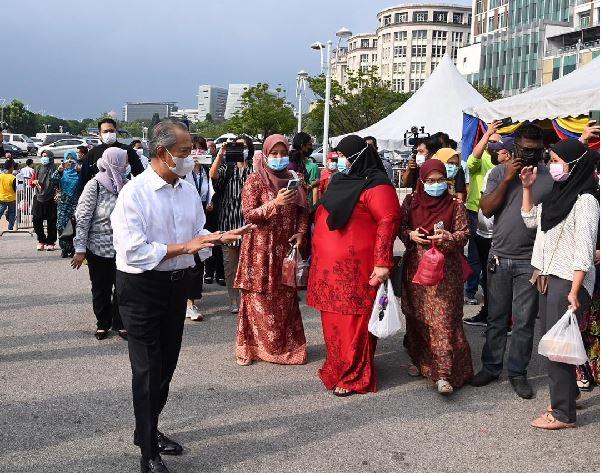 pbt boleh kompaun individu langgar sop di bazar ramadan.