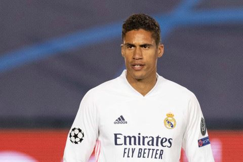 man united reportedly tempt raphael varane with lucrative deal