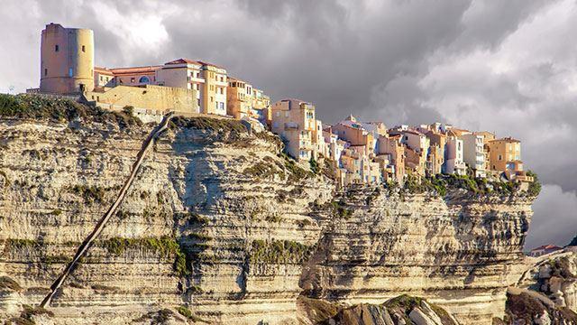 ini bandar yang dibangunkan atas tebing tinggi! yang takut tinggi jangan pergi tempat ni
