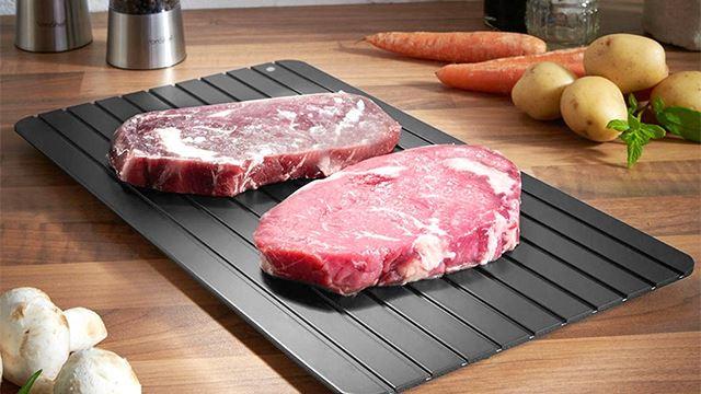 defrost tray ni boleh selamatkan korang jika terlupa nak keluarkan ayam atau daging beku