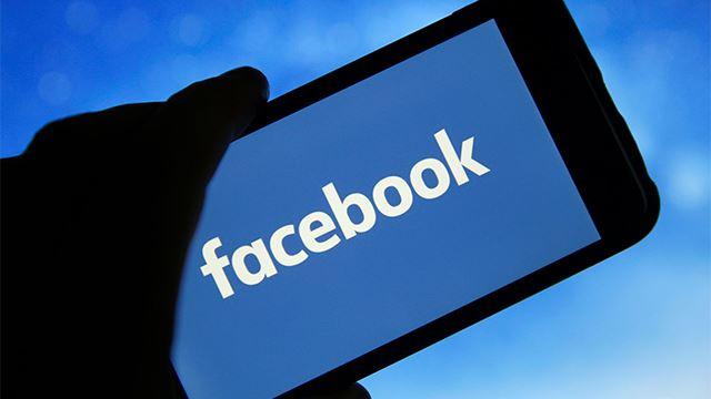 facebook sedang cuba dark mode untuk mobile apps pula