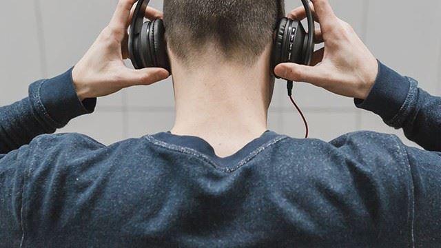 bahaya pakai headphone terlalu lama, boleh sebab migrain dan beberapa masalah lagi