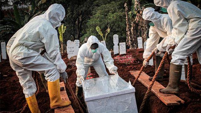 siapa tak pakai mask di indonesia, disuruh gali kubur untuk mangsa covid-19