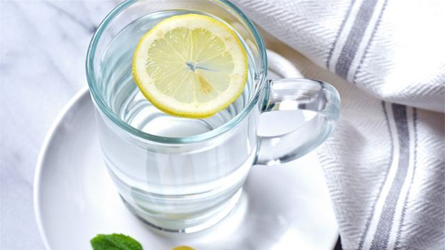 faedah minum air lemon suam setiap pagi