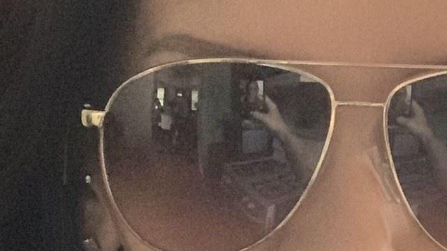 seramnya! perempuan ni tinggal seorang tapi apabila selfie nampak dua bayang-bayang