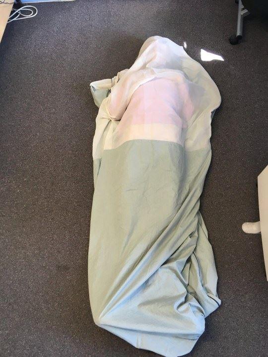 mempunyai alahan terhadap signal wifi, wanita sanggup tidur dalam sleeping bag khas
