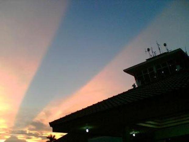bukan petanda musibah, ini maksud fenomena langit terbelah yang terjadi baru-baru ni