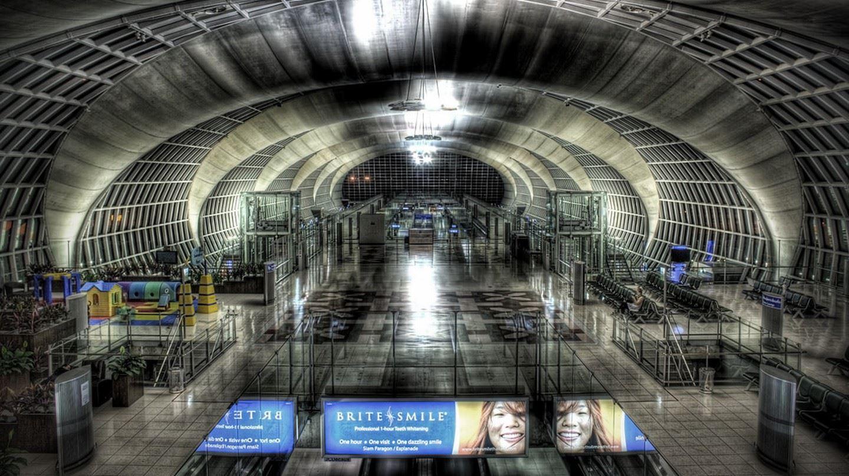 dibina di atas kawasan perkuburan, lapangan terbang ini dikatakan berhantu