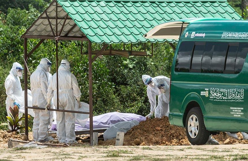 jenazah selamat dikebumikan, berkali-kali toleh belakang masa tinggalkan tanah perkuburan