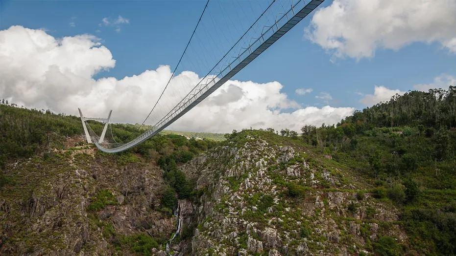 tak sesuai untuk orang gayat, jambatan gantung terpanjang di dunia dibuka