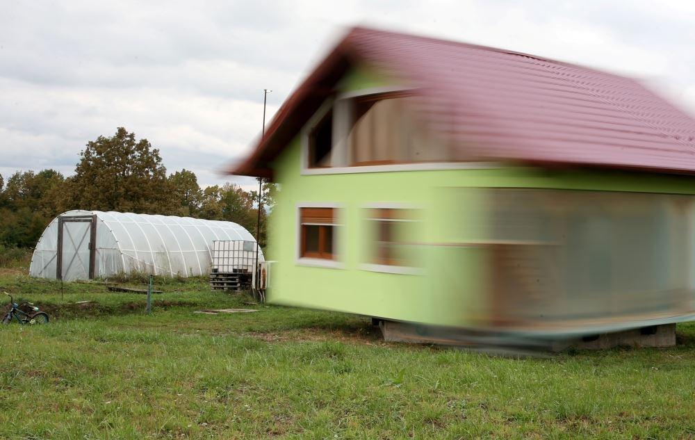isteri bosan hadap pemandangan sama, suami bina rumah boleh pusing