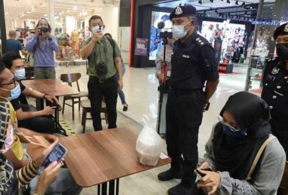 polis berpakaian biasa pantau sop orang ramai di lokasi tumpuan