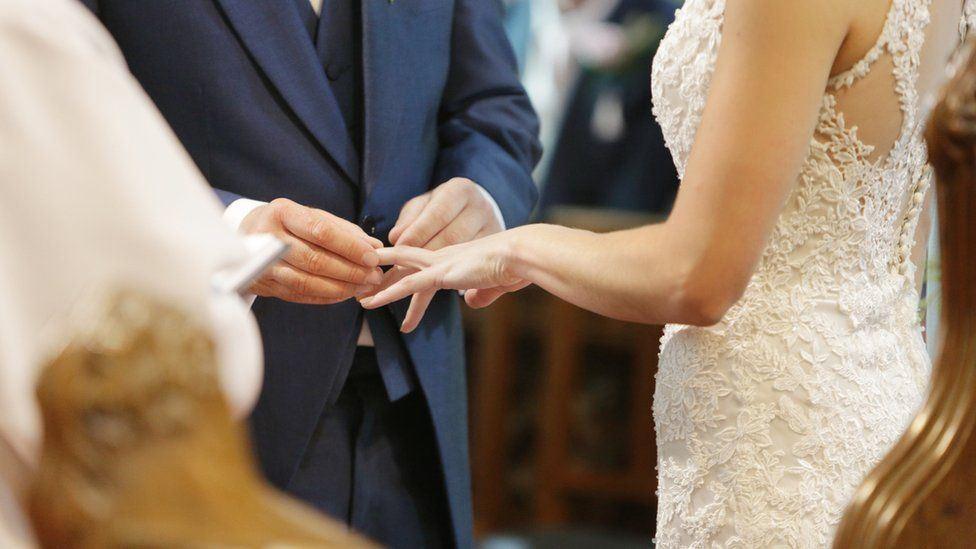 pengantin tak cukup bajet, tetamu terpaksa cuci pinggan sendiri