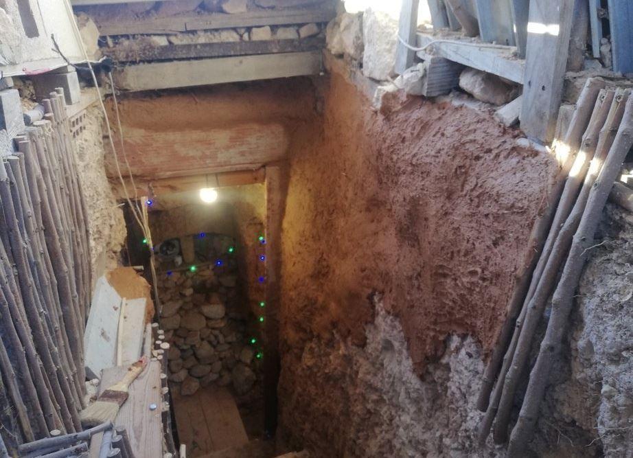 akibat merajuk, lelaki bina gua peribadi belakang rumah